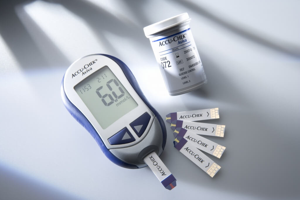 Accu-Chek Aviva: compact blood glucose meter with integrated infrared interface for transferring blood glucose results to a computer
