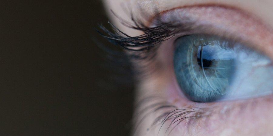 藍光易造成視茫茫  補充葉黃素護眼睛